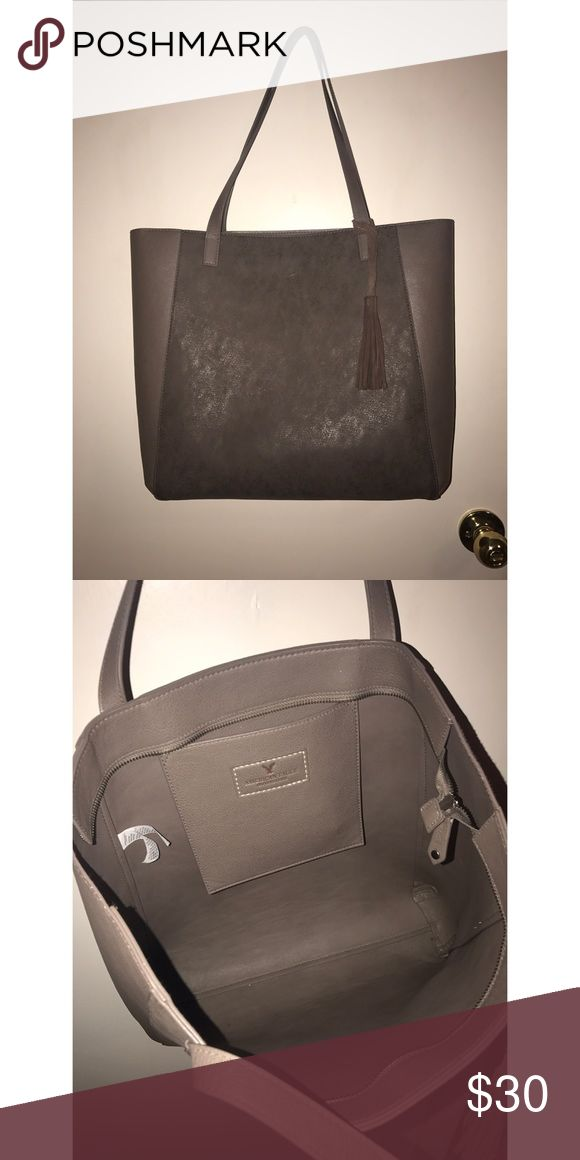 American Eagle Outfitters Purse Super cute, excellent condition, gently used. Perfect for school, to carry overnight stuff in, or for everyday use. American Eagle Outfitters Bags Totes
