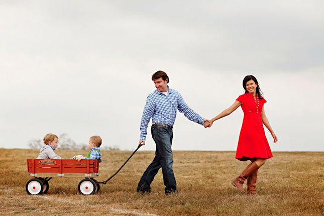 The 20 Cutest Holiday Family Photos Ever via Brit + Co.