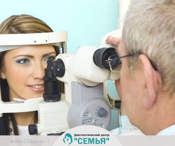 Что делает офтальмолог как врач – специалист своего профиля?  Квалифицированный врач проводит первичный осмотр и формирует перечень необходимых или рекомендуемых обследований.  В процессе диагностики определяется острота зрения, замеряется внутриглазное давление. С помощью специального оборудования выполняются замеры толщины роговицы, исследуется сетчатка. Первичный осмотр состоит из обследования наружной и внутренней поверхности глаза.  ▶ 23doc.ru/oftalmolog  Запишитесь на прием к…