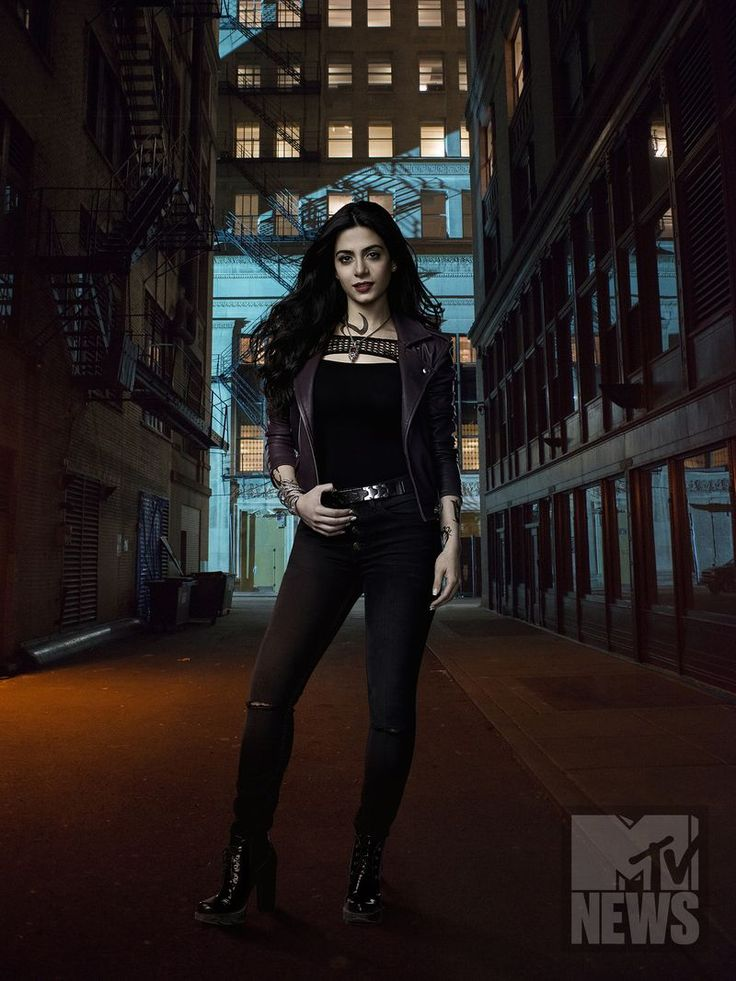 Emeraude Toubia as Isabelle Lightwood #Shadowhunters Season 2