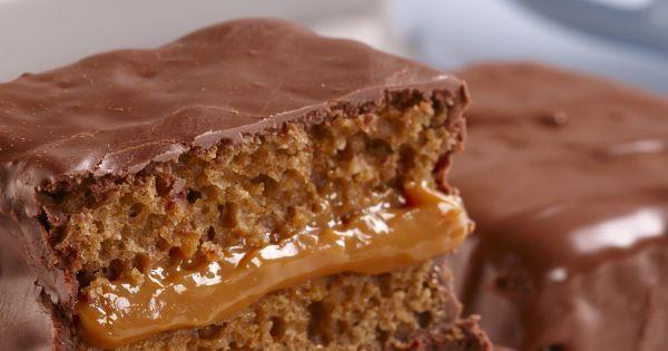 De origem europeia, este bolo de mel e especiarias é tradicionalmente banhado em chocolate. O recheio de doce de leite é uma adaptação recente. Aqui, em versão light!