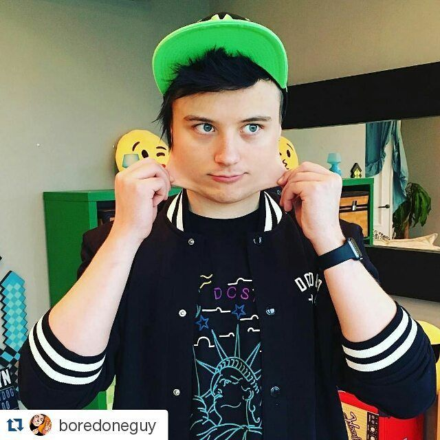 #Repost @boredoneguy with @repostapp  В ДЕТСВЕ МЕНЯ ЛЮБИЛИ ТИСКАТЬ ЗА ЩЕЧКИ ЗАТИСКАЛИ! more celebrities on http://starspages.ru