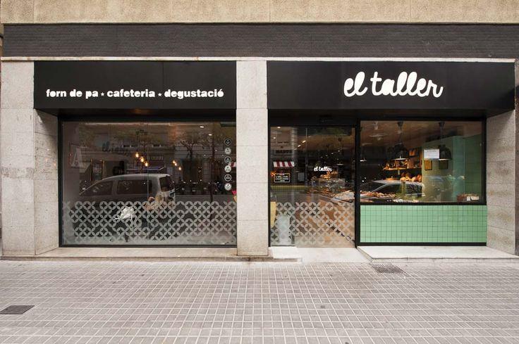 Fachada cafetería El Taller. Barrio de Gràcia de Barcelona. #fachadas #cafeterías #interiorismo #vinilos #reformas #Barcelona