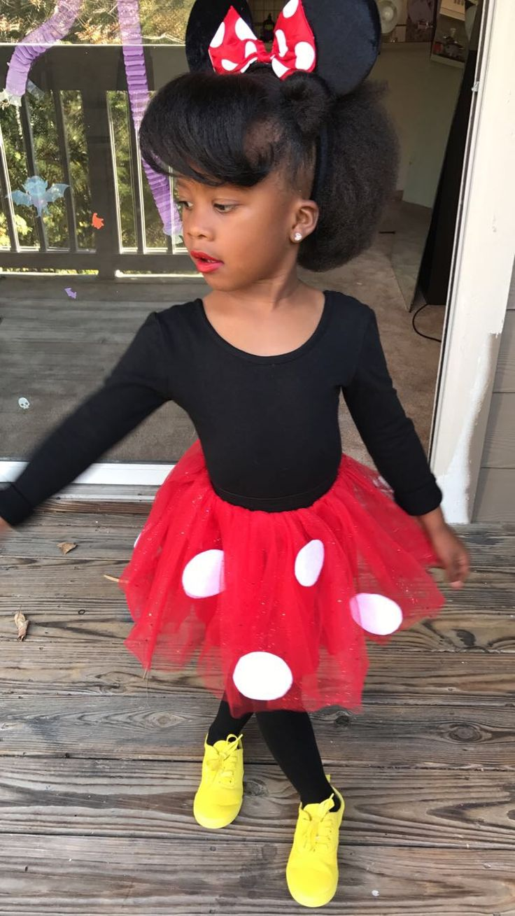 DIY Minnie Mouse. (Fabric spray paint for shoes, adhesive felt for polka dots)