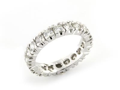 Anello Girodito in Oro Bianco 18 kt con Diamanti taglio Brillante  #anello #anellogirodito #girodito #love #fidanzamento #amore #sorelleronco #jewels #jewellery #sale #diamonds #diamanti #oro #gold
