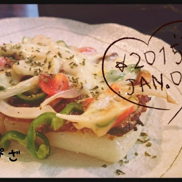 お雑煮に飽きてしまったので、ちょっと和風の餅ピザを作ってみました。餅に塗るのは味噌+酒ですが、これが意外にチーズと合うんですね(^○^) - 43件のもぐもぐ - お餅の和風ピザ by nao10