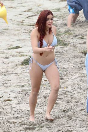 Celeb Paparazzi — Ariel Winter at the beach in Malibufor Memorial...