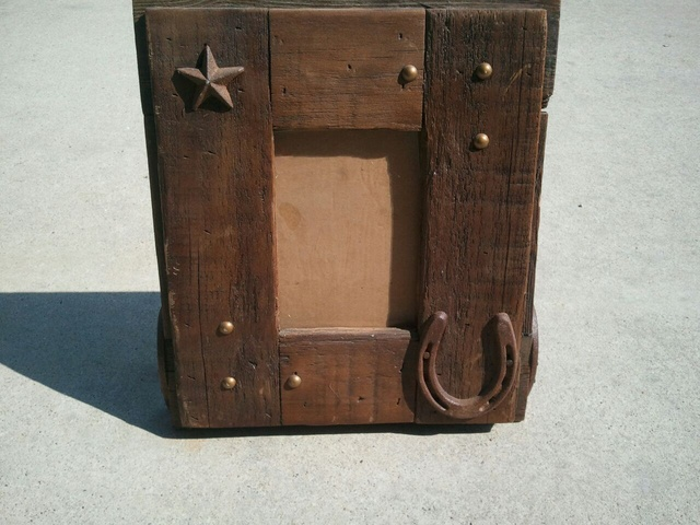 5x7 Western Picture Frame has Horseshoe Legs: This was handmade by KEVIN FREEMAN. $25