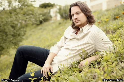 Tim Foust (Home Free Vocal Band) his voice is amazing. ♡♡