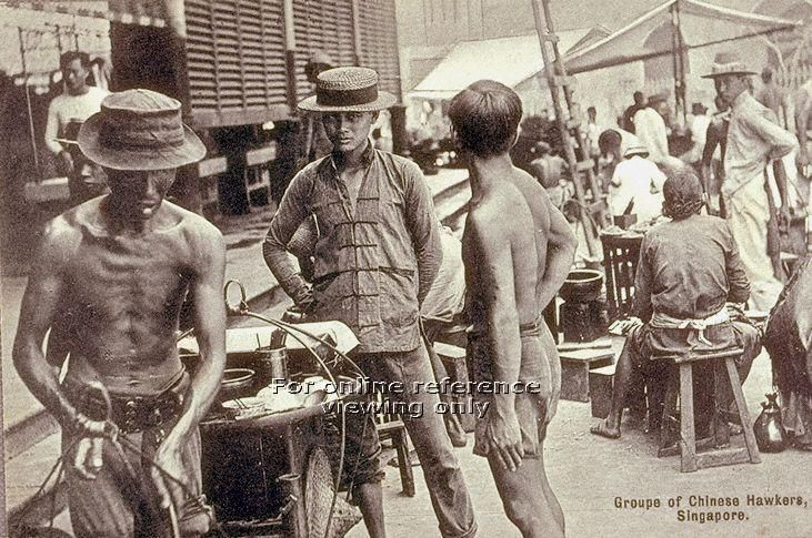 Chinese street hawkers plying their trade outside Telok Ayer Market or Lau Pa Sat, Singapore. Hawkers who operated food carts and stalls, like those in the image, were a familiar sight in Singapore until they were moved to more sanitary modern hawker centres starting from the 1950s.  c1915