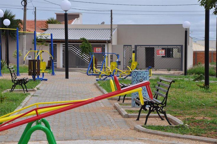 Moradores do Jardim Cambuí são contemplados com área de lazer - A Prefeitura de Botucatu, por meio da Secretaria Municipal de Obras, realizou na noite de sexta-feira (23), a cerimônia de entrega da Praça José Fernandes Vasques. Denominada em 2003, pelo então vereador Zé Fernandes, a praça está localizada na confluência da Avenida Cecília Lourenção e das ruas Ph - http://acontecebotucatu.com.br/cidade/moradores-do-jardim-cambui-sao-contemplados-com-area-de-lazer/