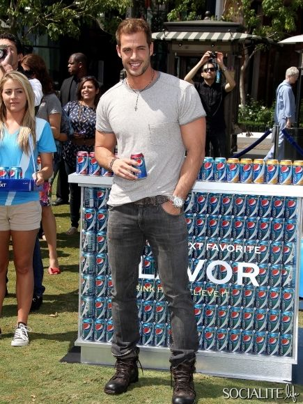William Levy rocks out as the new face for Pepsi Next