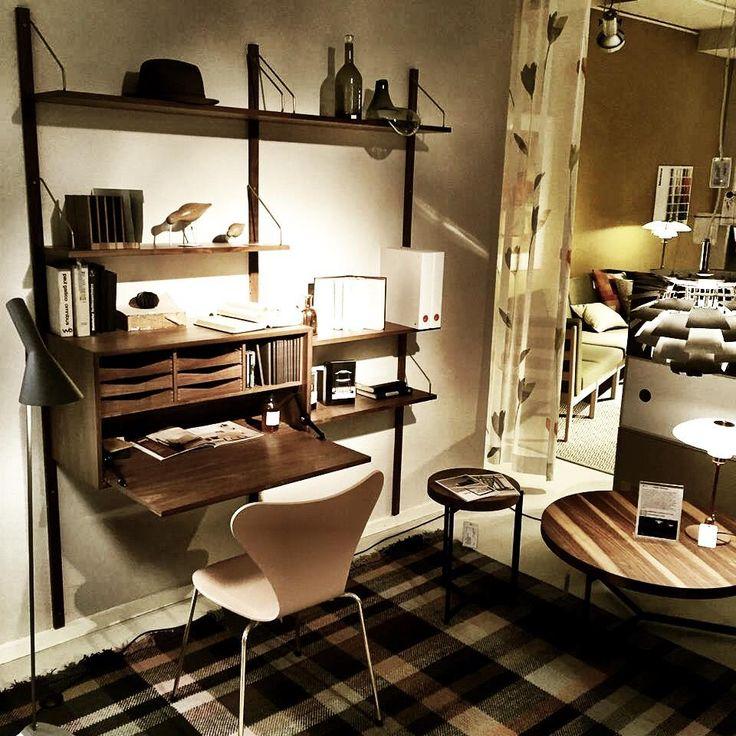 dk3_design_furnitureThe ROYAL SYSTEM shelving and the PLATEAU COFFEE TABLEs seen at MATSER WONEN in the Netherlands #dk3 #royalsystem #poulcadovius #1948 #plateaucoffeetable #sorenrosestudio #matserwonen www.dk3.dk