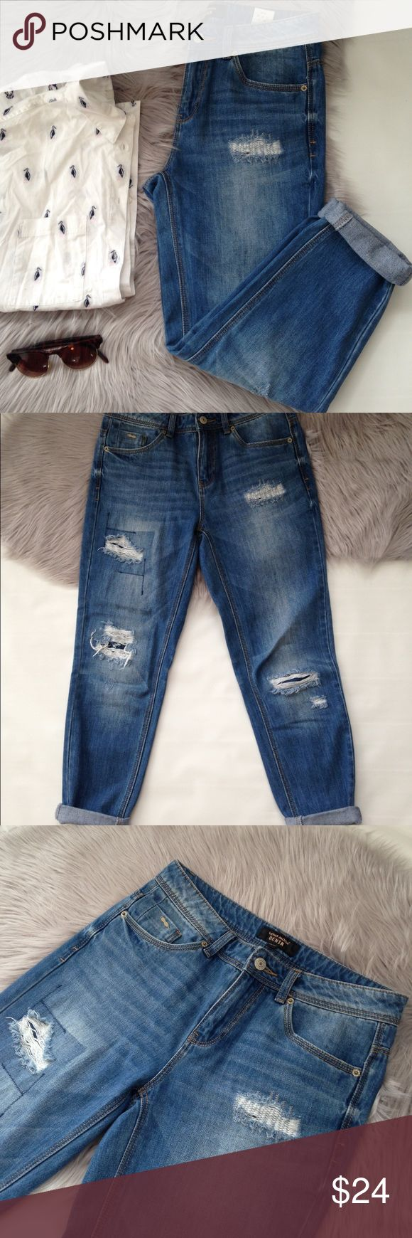 Vero Moda cropped boyfriend distressed jeans 25 Excellent condition Oasis Boyfriend jeans from Vero Moda. Heavy distressing and a cropped length make these the cutest boyfriend jeans! I've not been able to convert the size to US, but I think they would best fit a size 25. Please use measurements to determine fit! Measurements: waist 15, rise 9.5, hip 18.5, inseam 26.5 Vero Moda Jeans Boyfriend