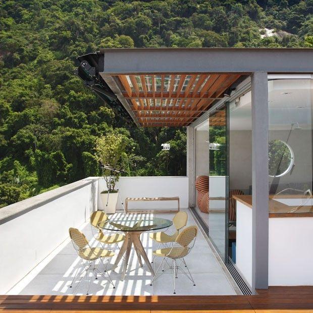 A construção, com estrutura metálica, se abre totalmente para o terraço. (Foto: MCA Estudio)