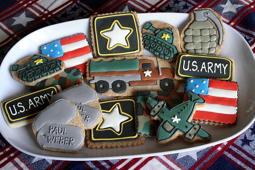 LOVE the Army cookies!  military tanks, dogtags, star, airplane air force
