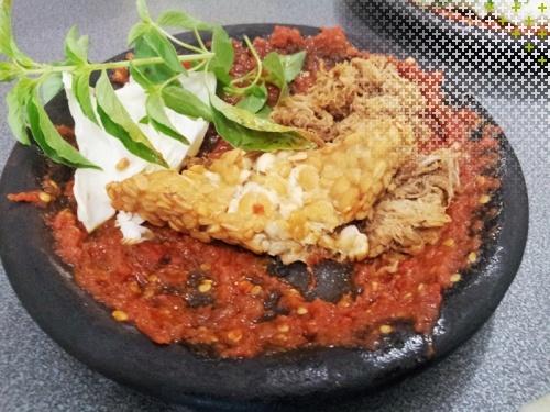 Indonesian food: Sambel tempe + empal
