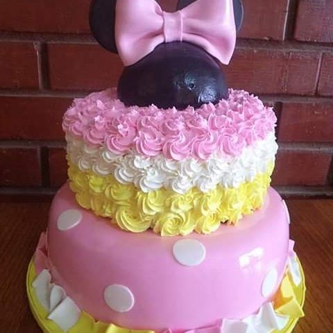#Minnie #cream and #fondant #cake by Volován Productos  #instacake #Chile #puq #VolovanProductos #Cakes #Cakestagram