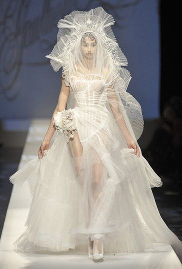 9 best images about i don 39 t get haute couture on for Have wedding dress made