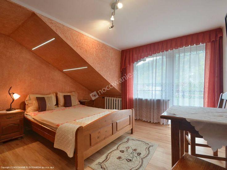 Villa Vita położona w centrum Szczawnicy, nieopodal Parku Dolnego. Więcej na: http://www.nocowanie.pl/noclegi/szczawnica/kwatery_i_pokoje/2763/