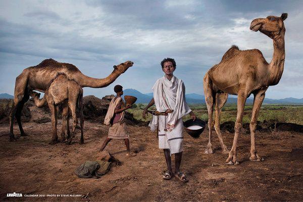 Une belle surprise pour Noël puisque c'est Steve McCurry qui signe le très attendu calendrier Lavazza 2015 sur le thème des «Défenseurs de la Terre.»Avec ce calendrier réalisé en collaboration avec Slow Food, Lavazza souhaite attirer l'attention de ses consommateurs sur les valeurs de commerce équitable et durable que l'entreprise ...