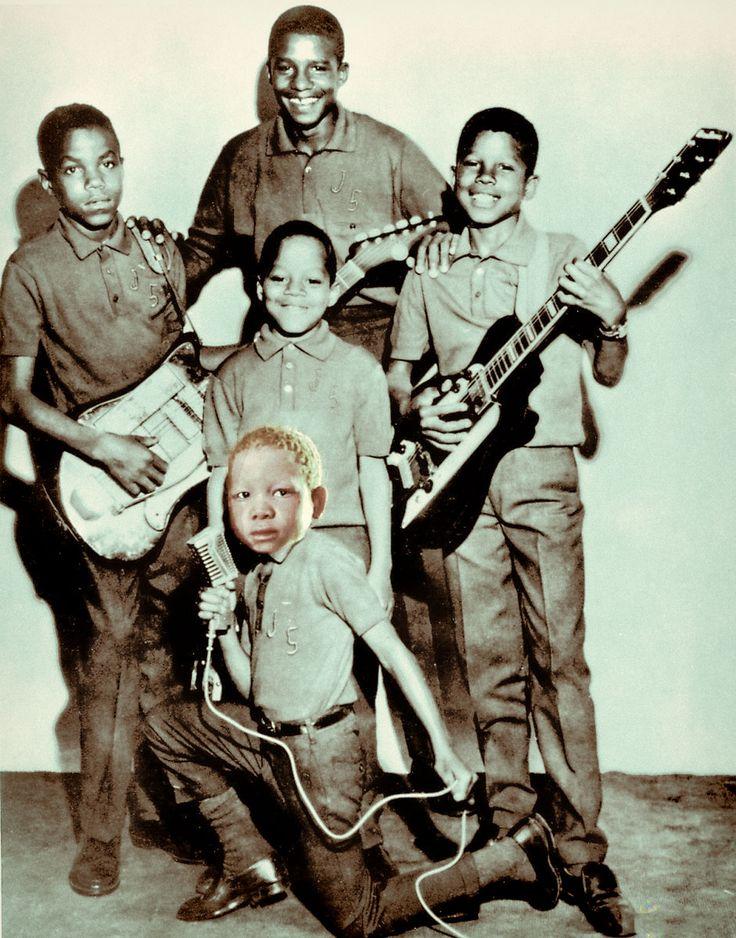 [Historia de la Musicota] Unos jovencitos The Jackson 5 en una rara foto promocional de la discográfica Motown.