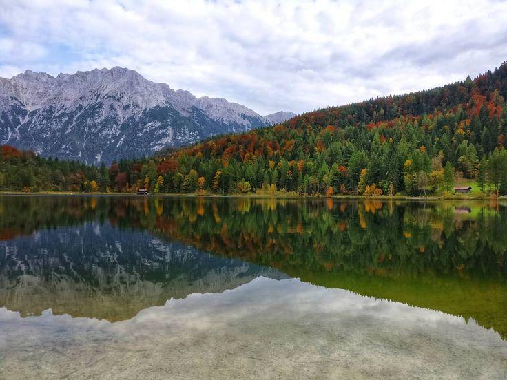 ...so spoiled by the nature. autumn is again incredibly beautiful . #natureknowsbest #deinbayern #hiking #wandern #wanderung #mountains #lake #see  #naszlaku #nature #grünkopf #mittenwald #landscape #instanature #alpakamybags