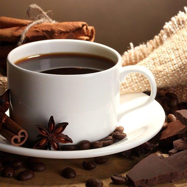 Классическое фото кофе с корицей и бадьяном