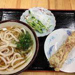 うどん処 麺紡  - うどんと生野菜って中々見かけない組み合わせ
