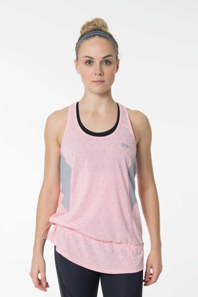 Yvette Tank Top Dark Arrow -  Relaxtes Sport Shirt mit Kordelzug. Lockeres Top aus schweißabsorbierendem Material und Mesheinsätzen. #yvettesports #yvette #secondtonone #sportstop #tanktop #ootd #fitness #running #laufen #fitspiration #runningoutfit #fitnessoutfit