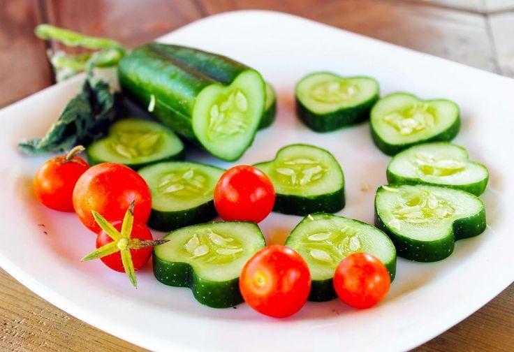 Shaped Fruits'le çocuklara sağlıklı yiyecekleri sevdirmek şimdi çok kolay  Şekilli sebze ve meyvelerimizle hazırlayacağınız salatalar hem çok lezzetli ve sağlıklı; hem de çok eğlenceli olacak  #shapedfruit #vegan #vejetaryen #salad #vegetables #fruits #delicious #lezzet #tarif #cucumber #art