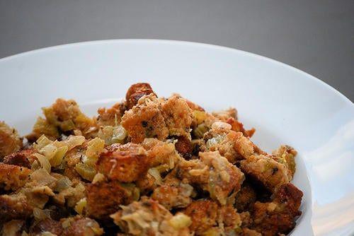 Le stuffing est un mélange à base de croûtons et d'ingrédients variés, très important dans le cadre de la préparation de la dinde de Thanksgiving.