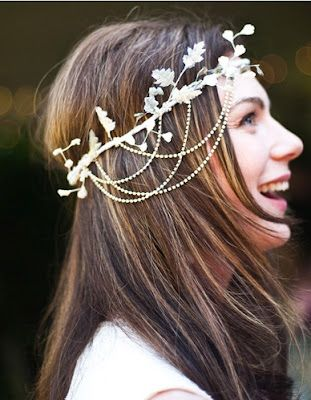 Peinados a la Moda: Cabello con flores de moda