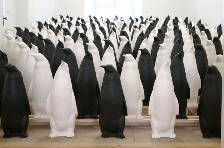 Pinguin - Das Exponierte Tier by Ottmar Hörl on Curiator, the world's biggest collaborative art collection.