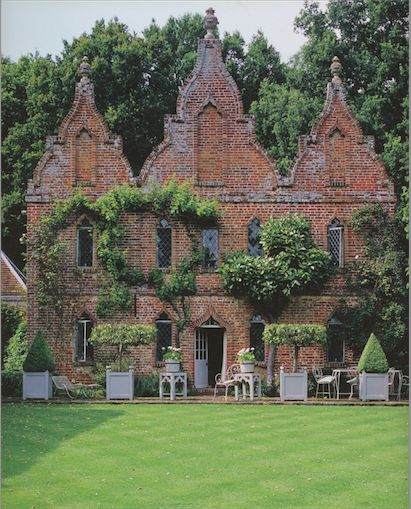 Previously owned by decorator John Fowler of Colefax & Fowler, it is now the…