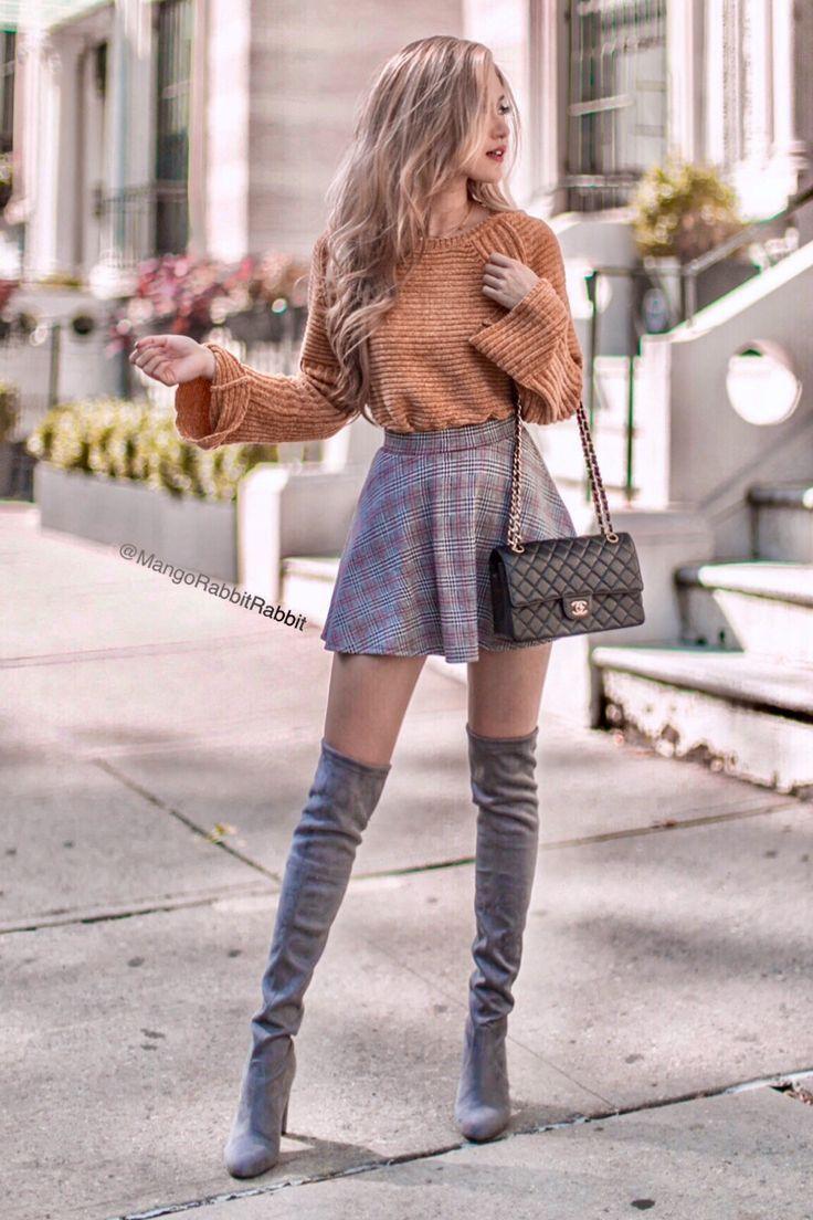 Herbst-Outfit mit Senf-Jersey und grauen Strümpfen