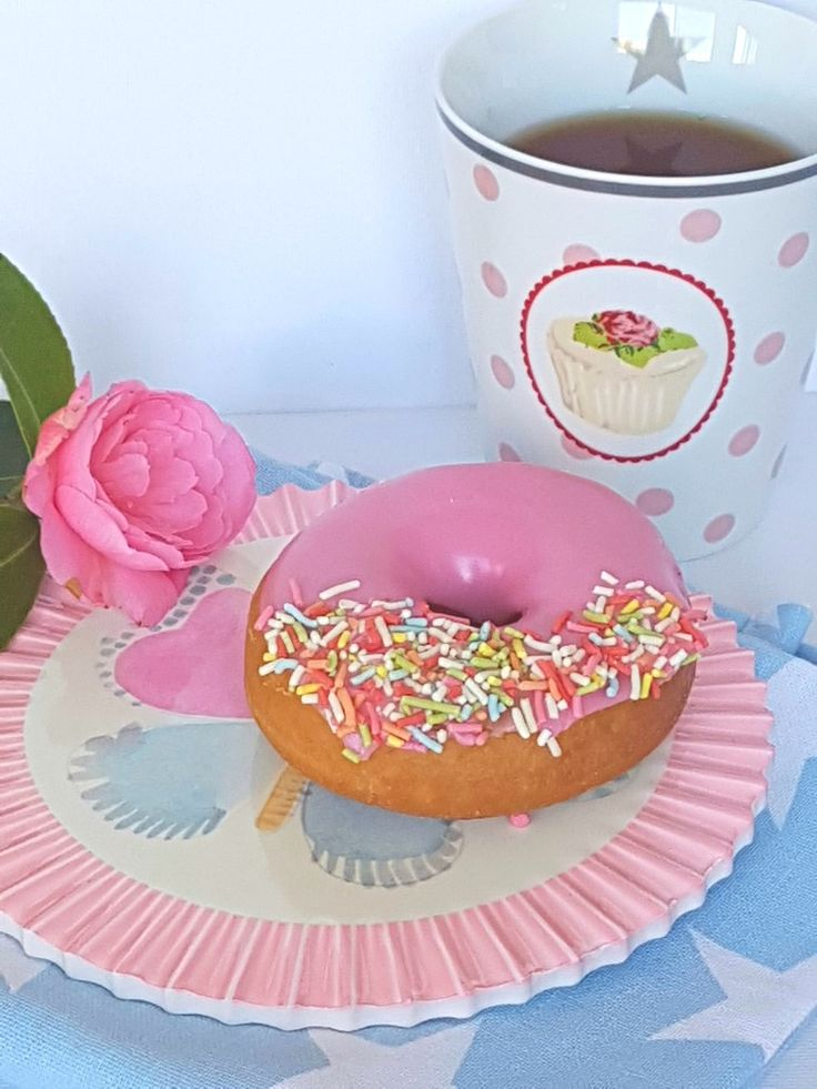 Pretty donut for a cheeky afternoon snack! Served on our ceramic trivet that can also double as a plate.  All kitchen items available online @ www.prettyhomestyle.com.au