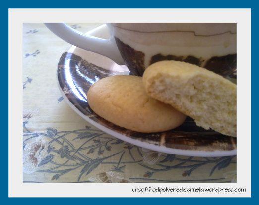 E' ora di colazione: apro la mia cara latta e… panico *.* !! Dove sono finiti i miei biscottucci?? Qualche topolino se li è pappati. Per fortuna, avevo adocchiato qualche giorno fa una …