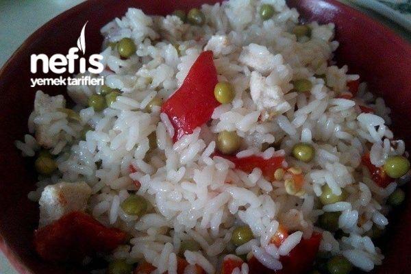 Tavuklu Sebzeli Pirinç Pilavı Tarifi nasıl yapılır? bu tarifin resimli anlatımı ve deneyenlerin fotoğrafları burada. Yazar: Esra Çetin