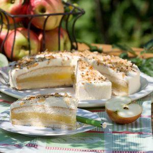 Schon seit über zehn Jahren backt Elisabeth Waterbör die Lübecker Apfeltorte. Die 68-jährige Landfrau aus Bielefeld ist gelernte Hauswirtschafterin...