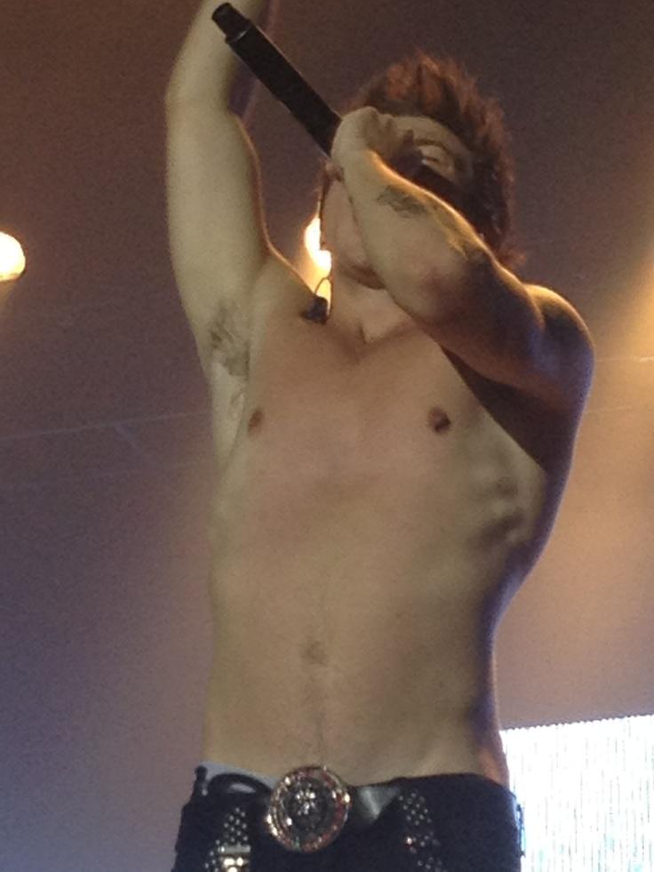 Shirtless Reece mastin!!!!! * faints *