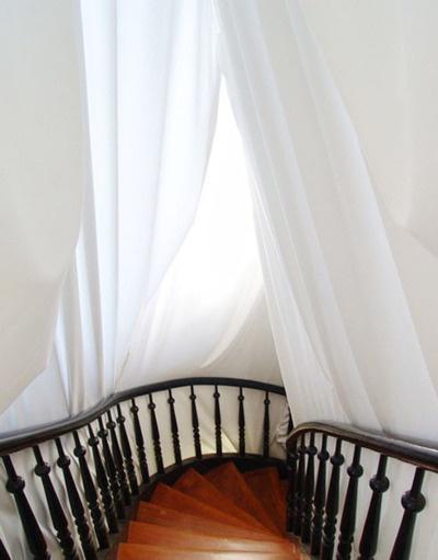 Draped stairwell; Julio Callado, Cabaninha
