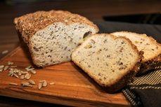 Nízkosacharidový chléb s olivami a semínky /Low carb, gluten free bread with olives and seeds/ Zdravé, nízkosacharidové, bezlepkové recepty. (Healthy, low carb, gluten free recipes.)