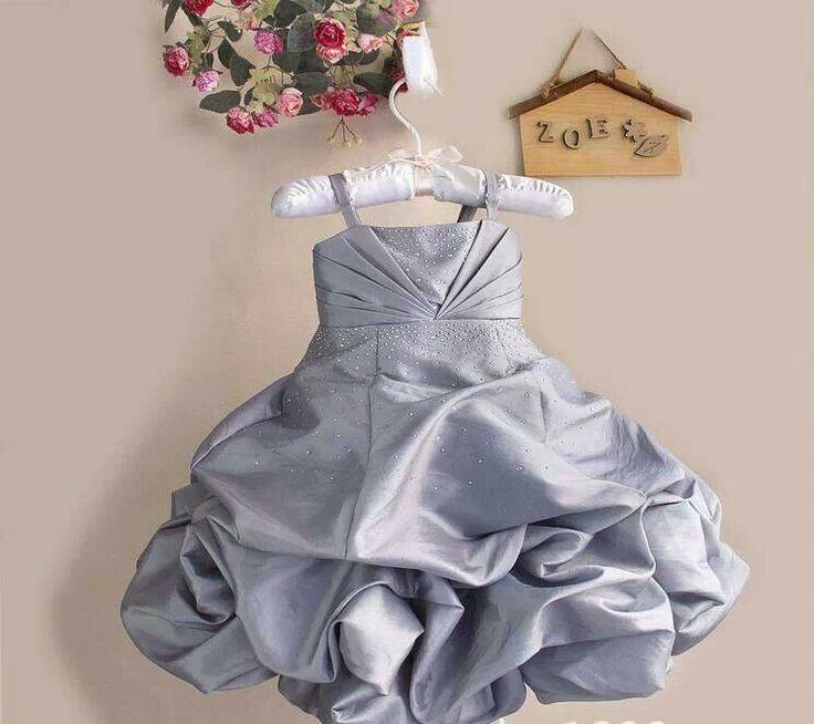 READY STOCK KIDS DRESS KODE : SILVER BALLOON DRESS (1-5thn) PRICE : Rp.250.000,- AVAILABLE SIZE (Lebar Dada, Panjang Dress) : - Size 0 (20cm, 46cm) - Size 1 (22cm, 53cm) - Size 2 (23cm, 60cm) - Size 3 (25cm, 62cm) - Size 4 (26cm, 64cm) MATERIAL : Shantung dgn swarovsky pada bagian dada dan rok yg mekar seperti balon. Sangat Mewah dan Elegan utk sang buah hati (^_^) FOR ORDER : SMS/Whatsapp 087777111986 PIN BB 766a6420 FB : Mayorishop  #pusat #anak #kids #pesta #ultah #dress #party #elegant…