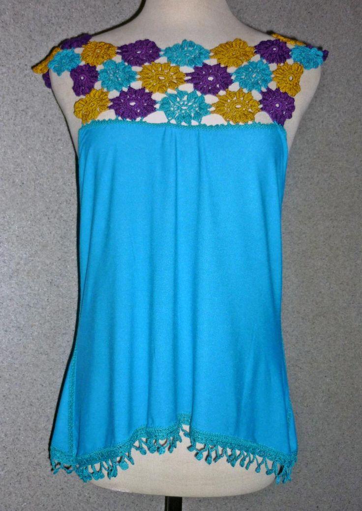 Blusa elaborada en modal turquesa y tejido a crochet en hilos de colores amarillo mostaza, turquesa y lila, Talla M