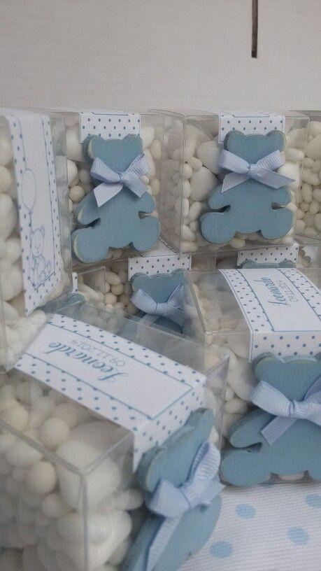 Cubi trasparenti pieni di confetti e zuccherini. Battesimo tema Teddy