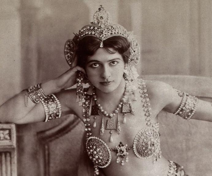 Há cem anos, durante a Primeira Guerra, ela foi presa, acusada de espionagem. Conheça a história da dançarina burlesca que foi do estrelato para o pelotão de fuzilamento