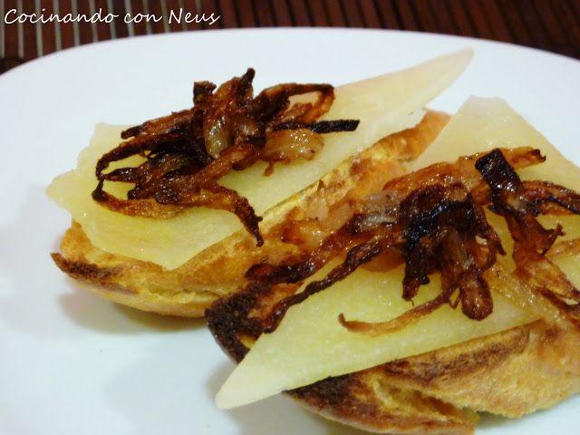 Montadito de queso Idiazábal y chips de cebolla - Cocinando con Neus.