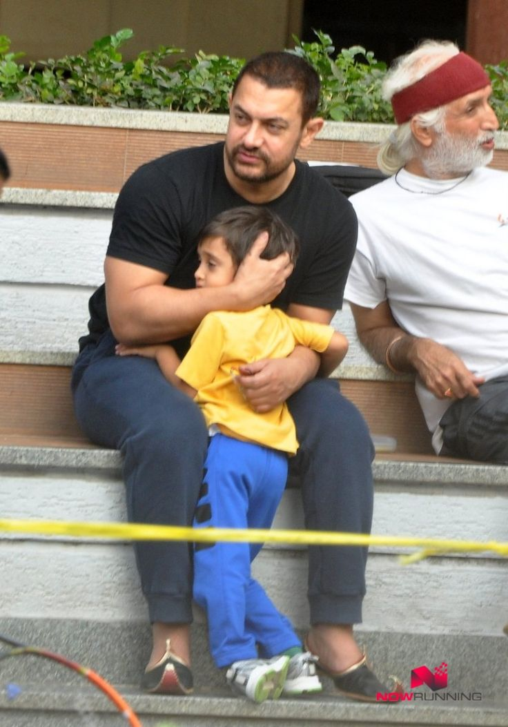 Aamir Khan Take His Son Azad For A Walk in Bandra