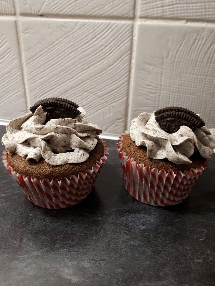 Oreo chocolate cupcakes with Oreo buttercream